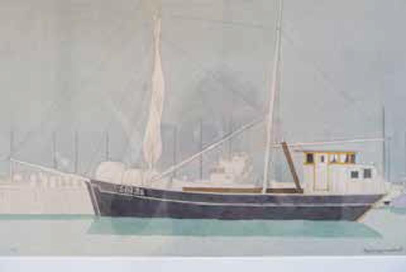 """Så här såg Klara Marie ut 1965 när hon kom till Skillinge. Hon hade då registreringsnummer SIN25 som ett fiskefartyg, trots att hon var ett fraktfartyg. """"Det var kanske inte så noga kanske med reglerna då"""", säger Karin Svensson. Akvarell av Torgny Gynnerstedt."""